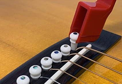 Retrait chevilles guitare Folk