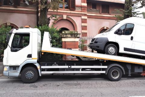 1800 Salvage and Towing service