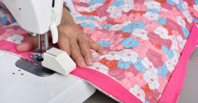 How do Quilting Clubs use Custom Pins?