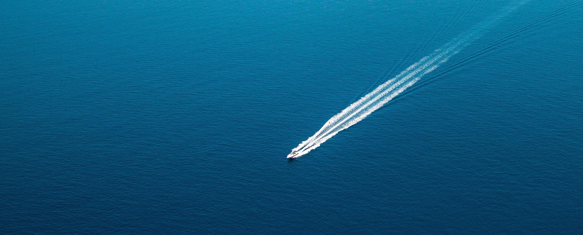 boat navigating the ocean, representing Lunavi