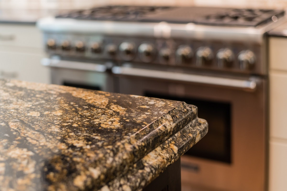 The Best Edge for Your Kitchen Quartz Countertop