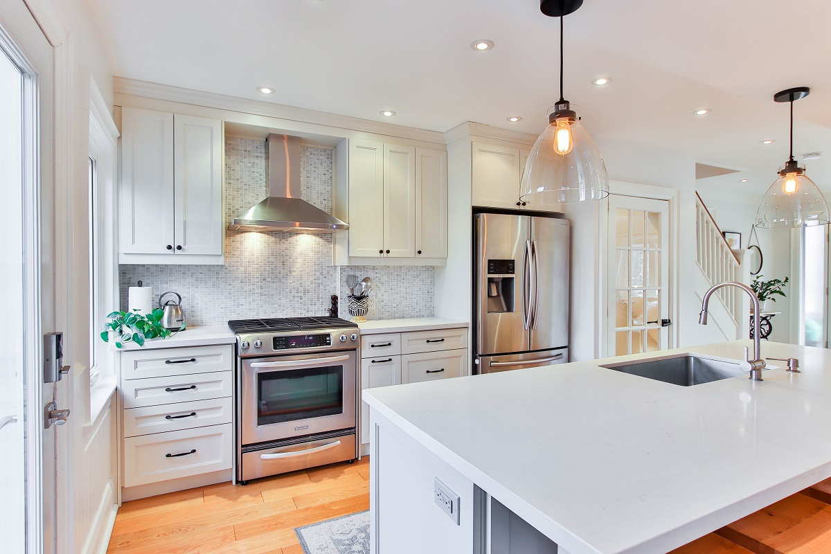 Features to Consider When Choosing Wooden Kitchen Cabinets