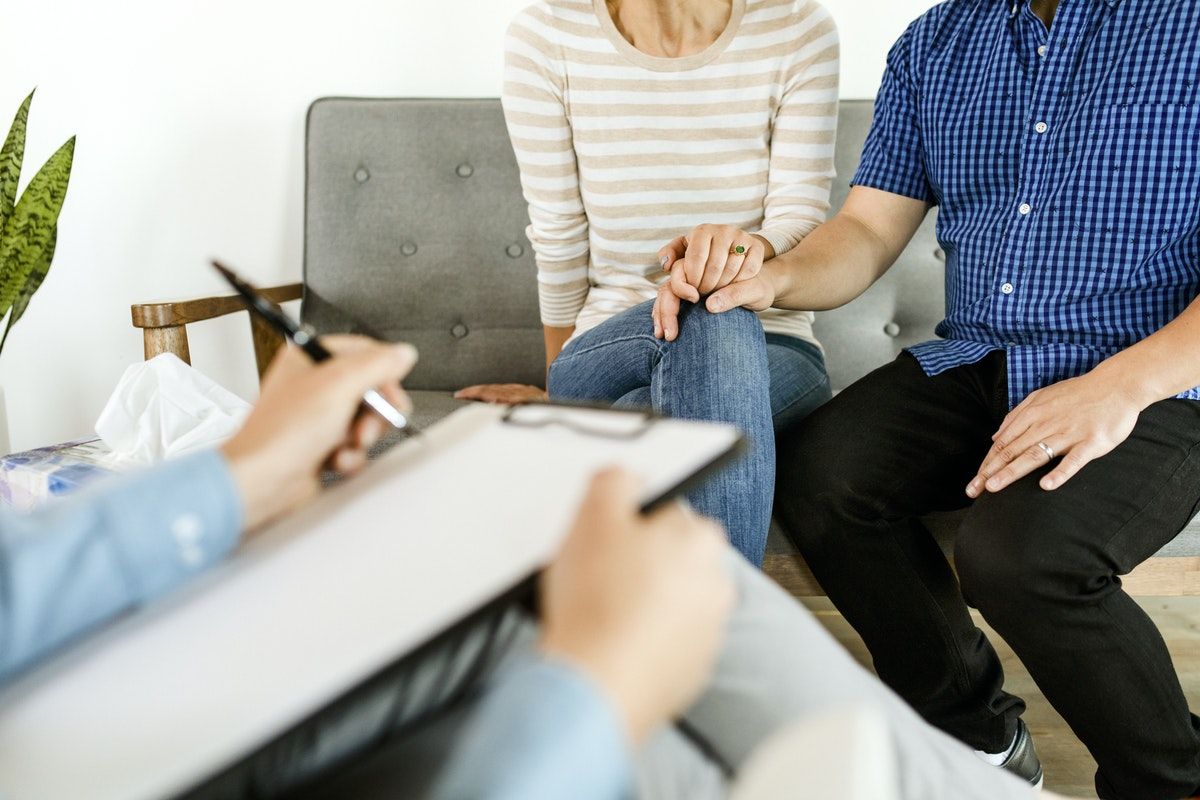 Signs You and Your Partner Should See a Couples Therapist