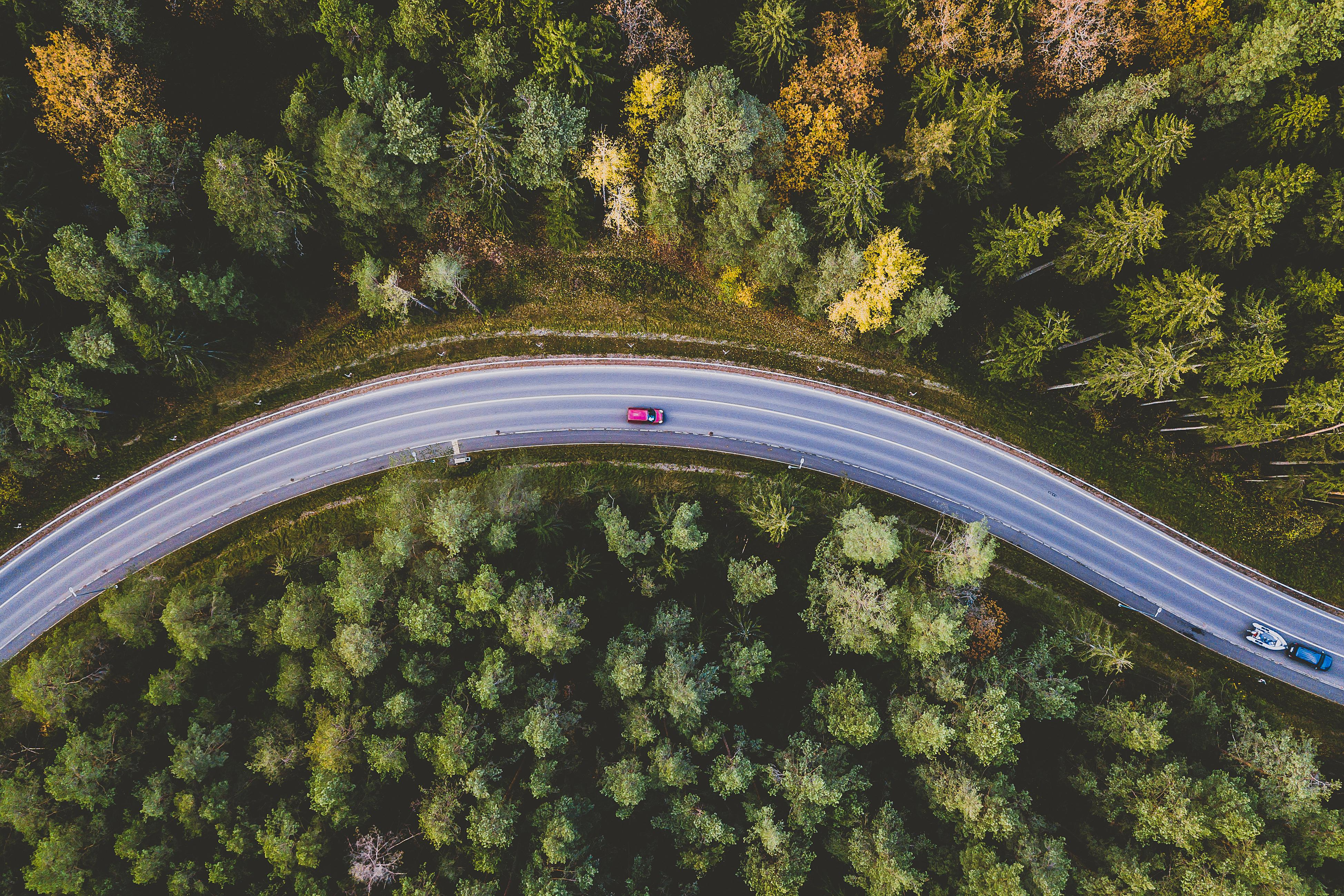 How climate-conscious driving protects the environment and your wallet
