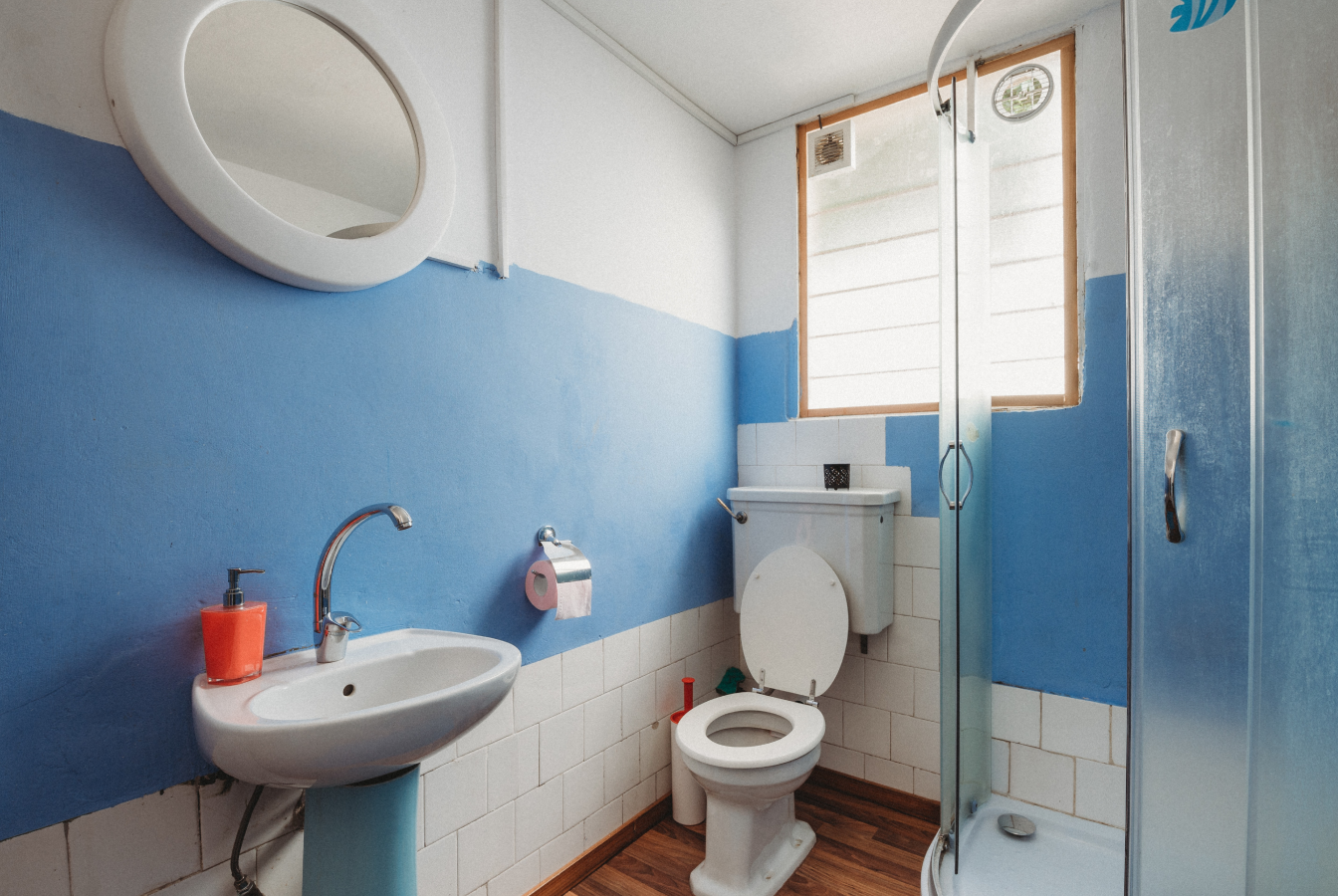 Small bathroom with blue stripe on wall