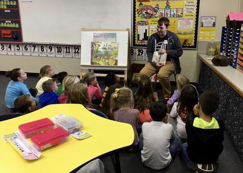 Evan Stenmark spent the afternoon reading to his daughter's elementary school class in San Angelo, TX! He happens to be an expert when it comes to accents-- we hope he used some of them for the story!