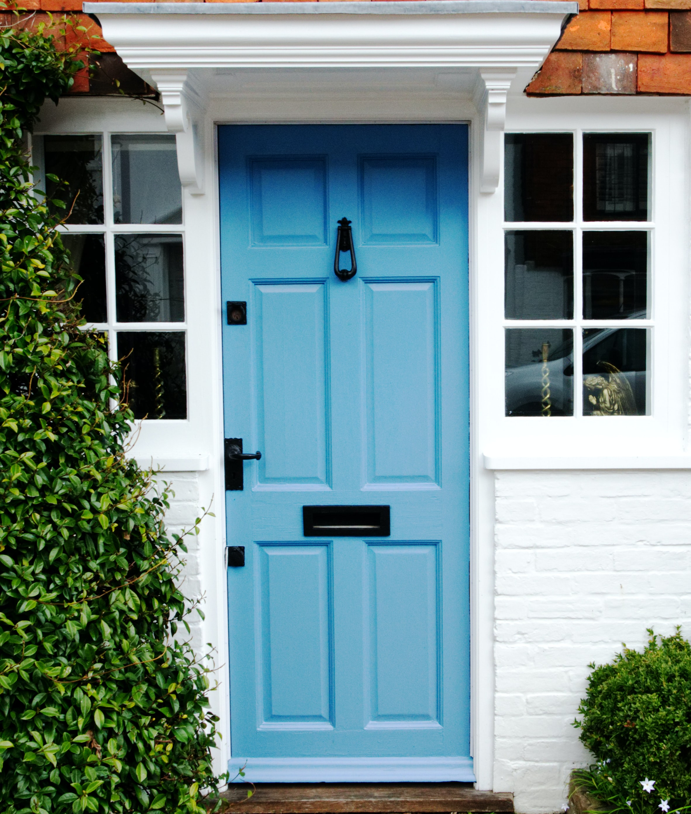 Blue dront door.
