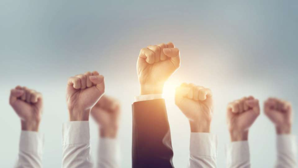 Why HR teams should recognize and reward a 'mission-centric' work ethic | peopleHum