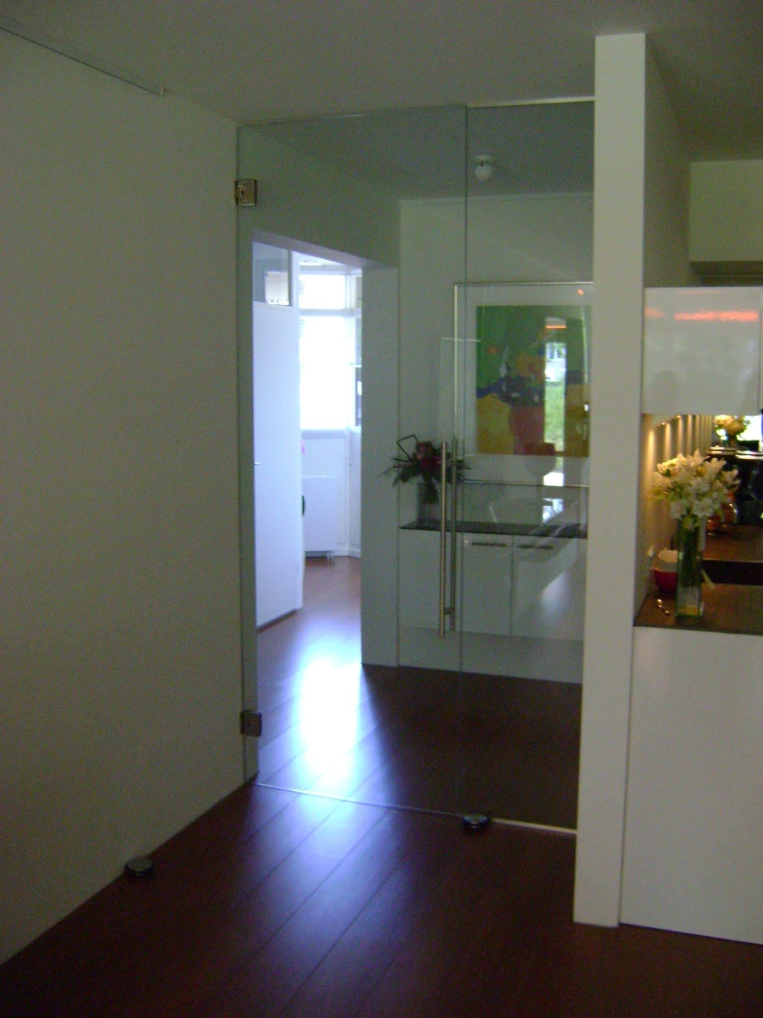 Glazen tussendeur