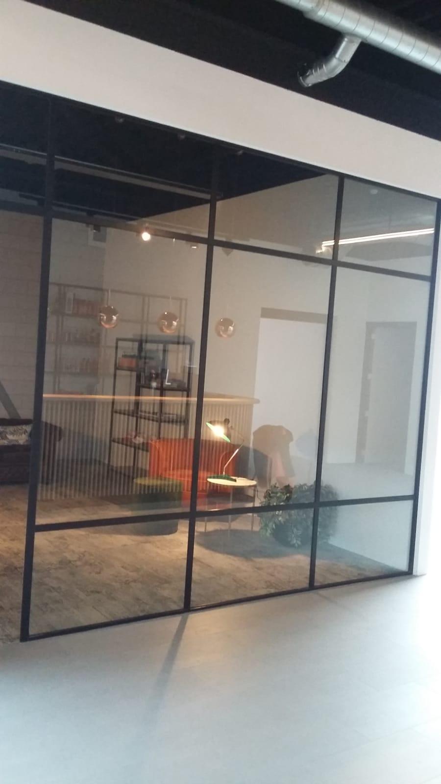Glazen kantoorafscheiding
