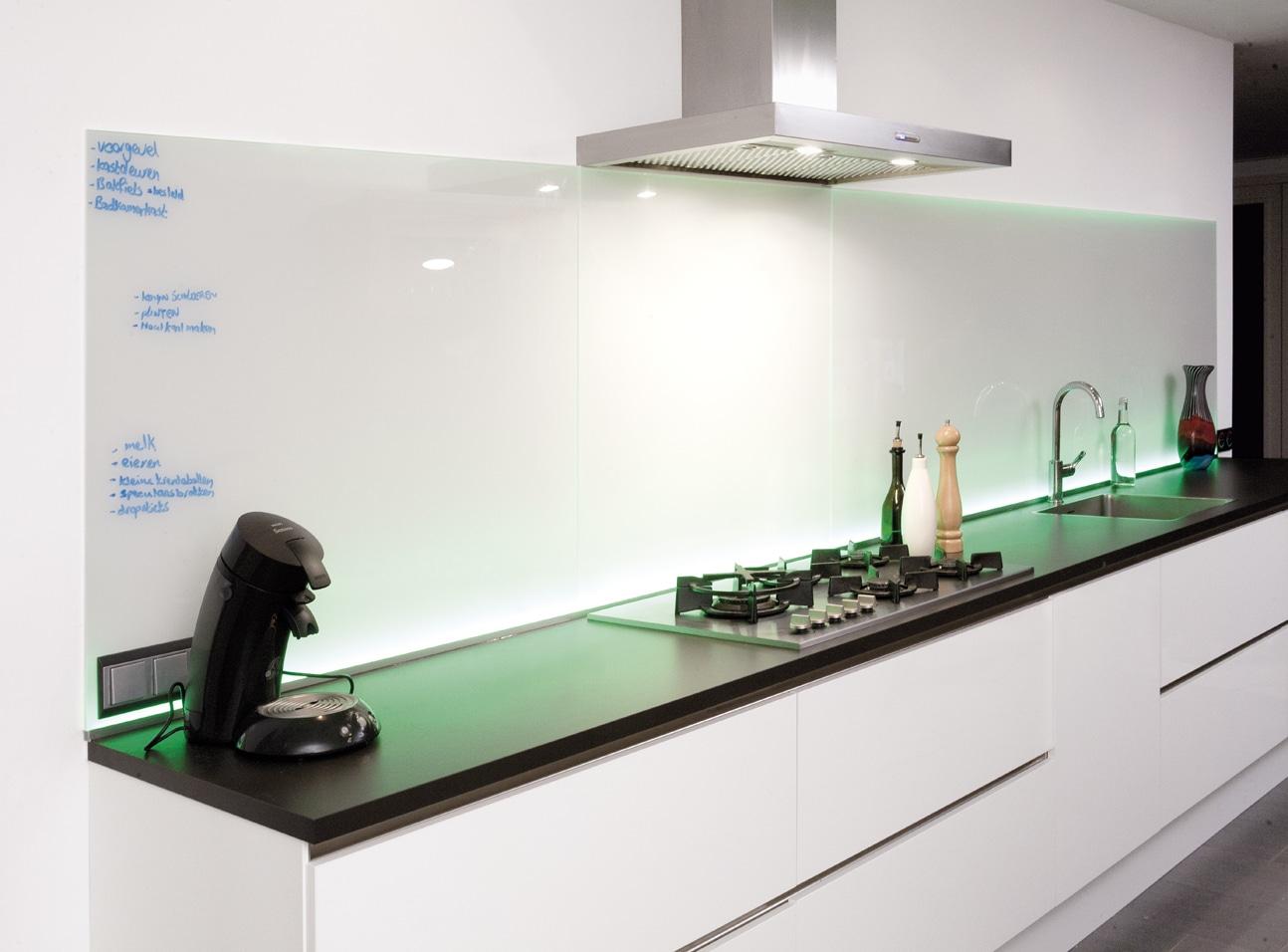 Keuken achterwand van glas met led verlichting