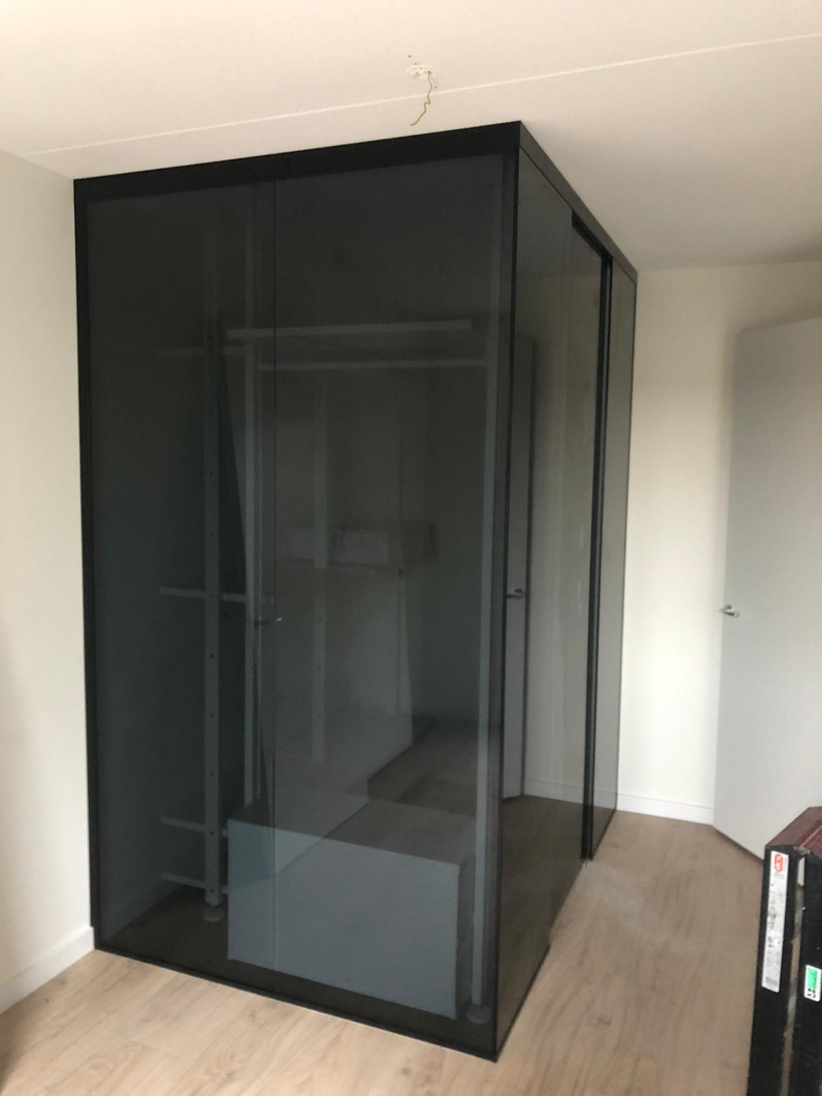 Glazen kastdeur zwart