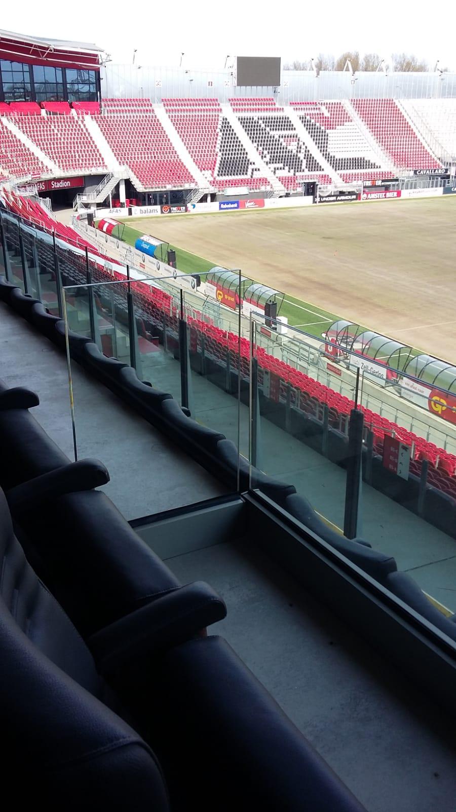 Glazen balustrade AFAS stadion