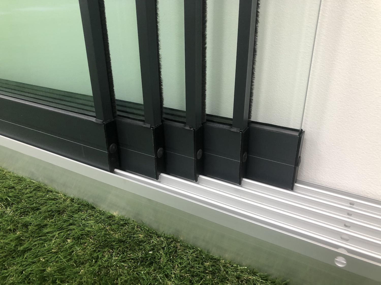 Glazen schuifwand rails 4 panelen