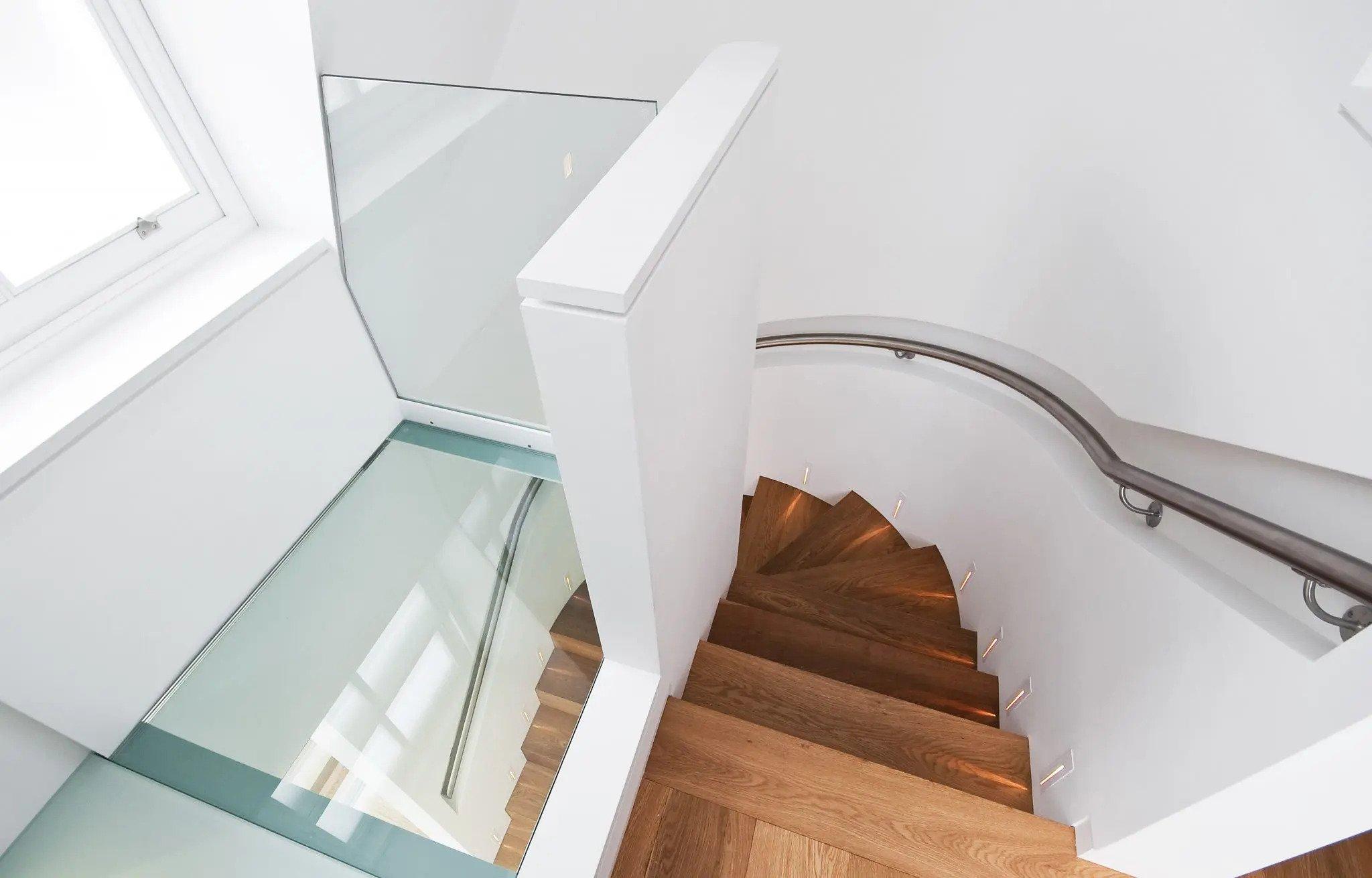 Beloopbaar glas als glazen vloer, bijvoorbeeld boven een trapgat