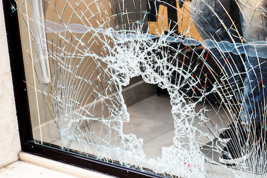 Een gebroken raam - AA Glas glasschade reparatie