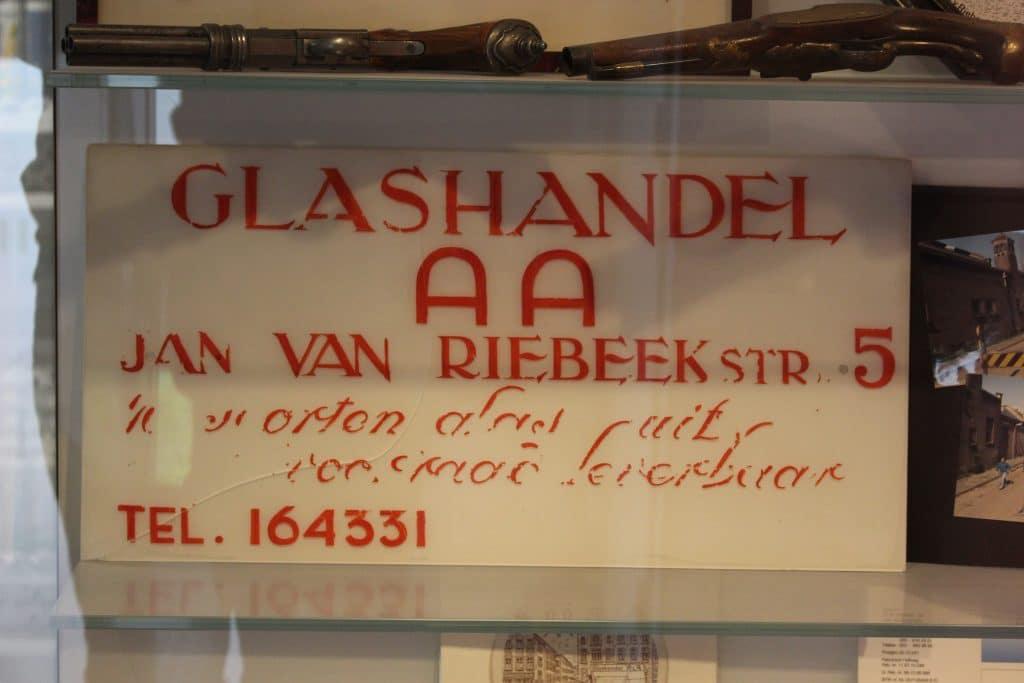 Historisch bord van AA Glas