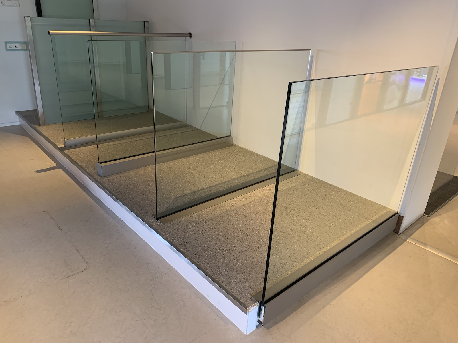 AA Glas showroom balustrades