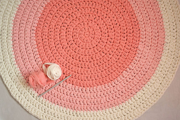pink and white carpet made of yarn