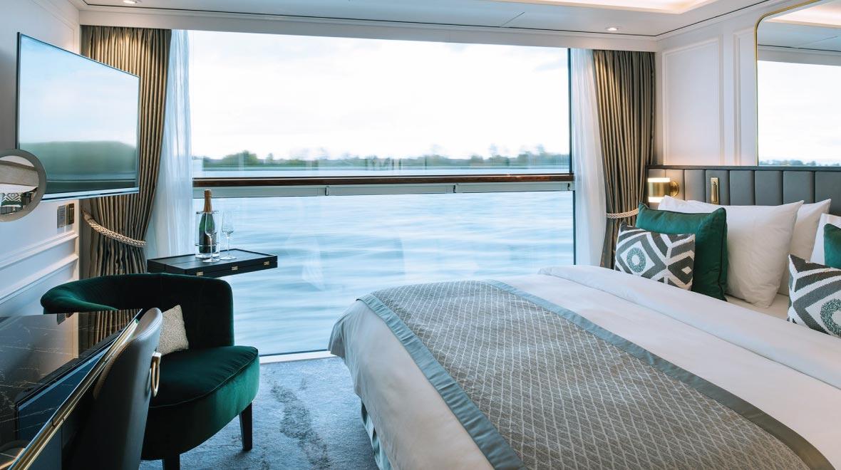 Petite Suite with Panoramic Balcony Window