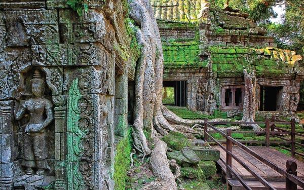 Exploring Historical Siem Reap + Phnom Penh