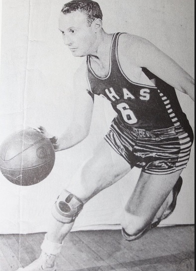 Louis Klotz doing a fake out in his earlier years of basketball