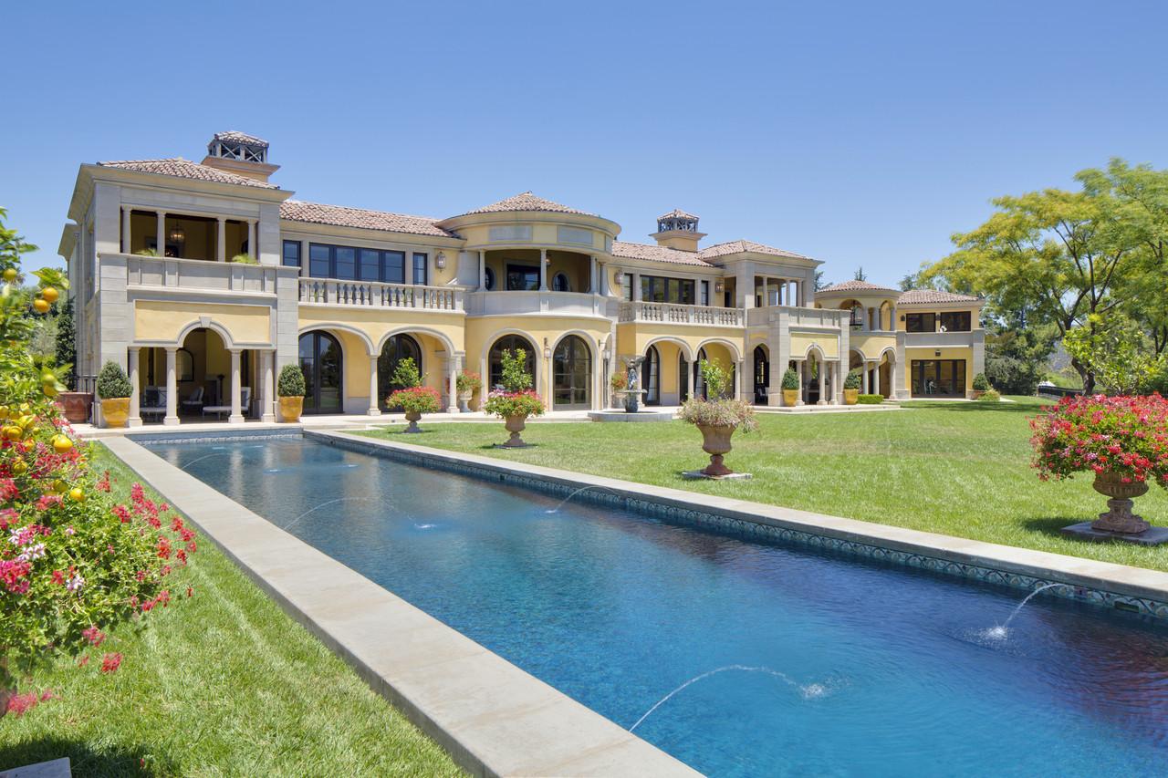 Palacial Mansion owned by Denzel Washington