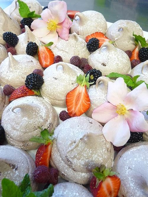 Meringue and summer fruits NOSH