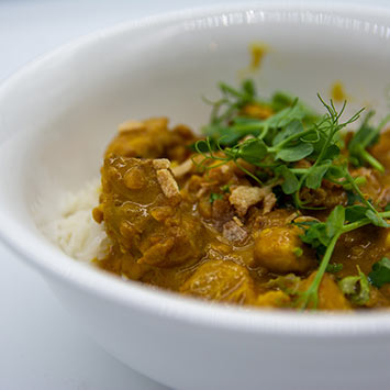 Chicken satay curry with rice (gf, df)