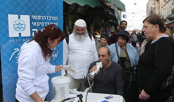 Hadassah Goes to Open-Air Market to Screen Smokers for COPD