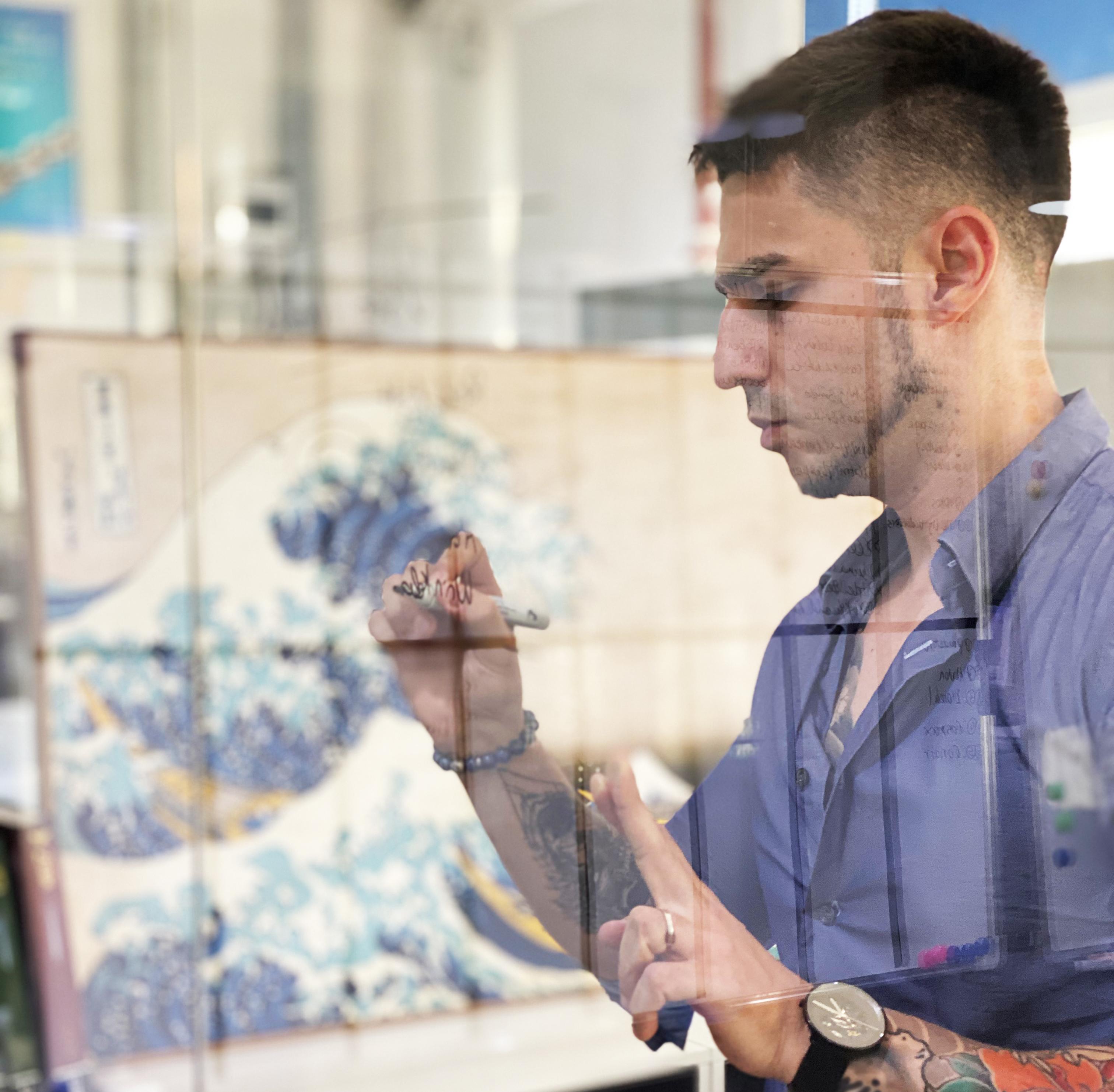 Carlos Lastres, Creative Director
