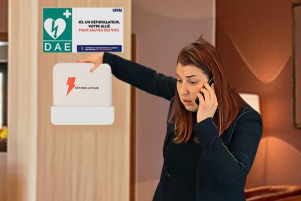 Un témoin appelle les secours et récupère un défibrillateur