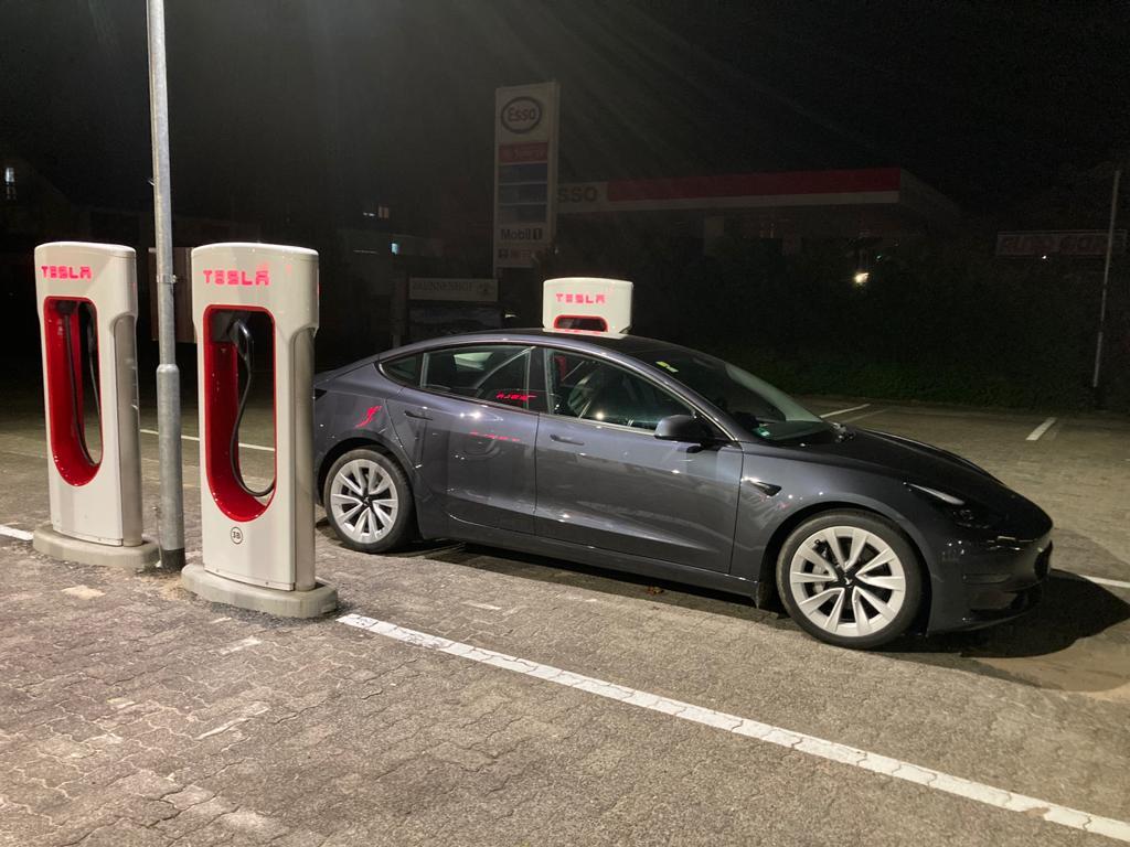 Tesla auf der Langstrecke – Erfahrungsbericht einer Neueinsteigerin