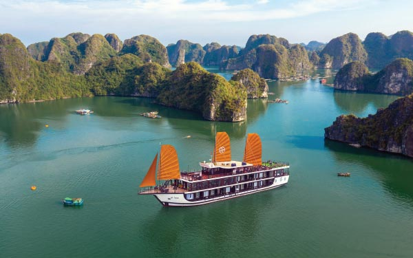 Hanoi & Ha Long Bay + Sa Pa Valley (Overnight Cruise)*