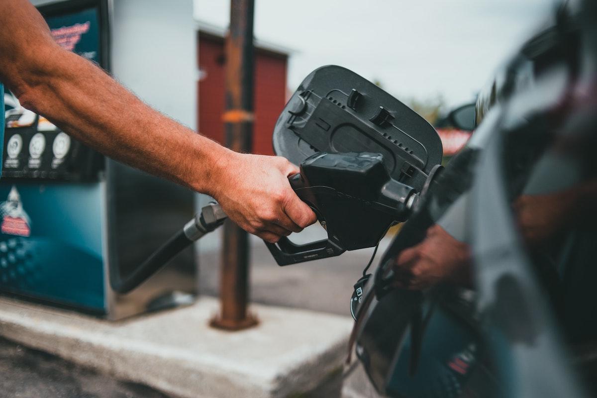 Därför ska du sluta använda ditt företagskort från bensinmacken