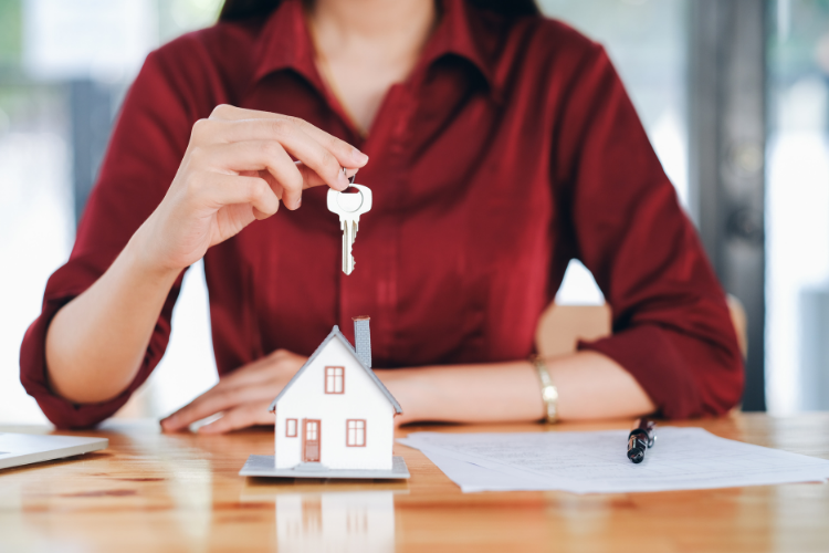 A quick overview of cash buyers and the benefits they bring to the real estate investment process, plus seven effective tactics for hunting them down.