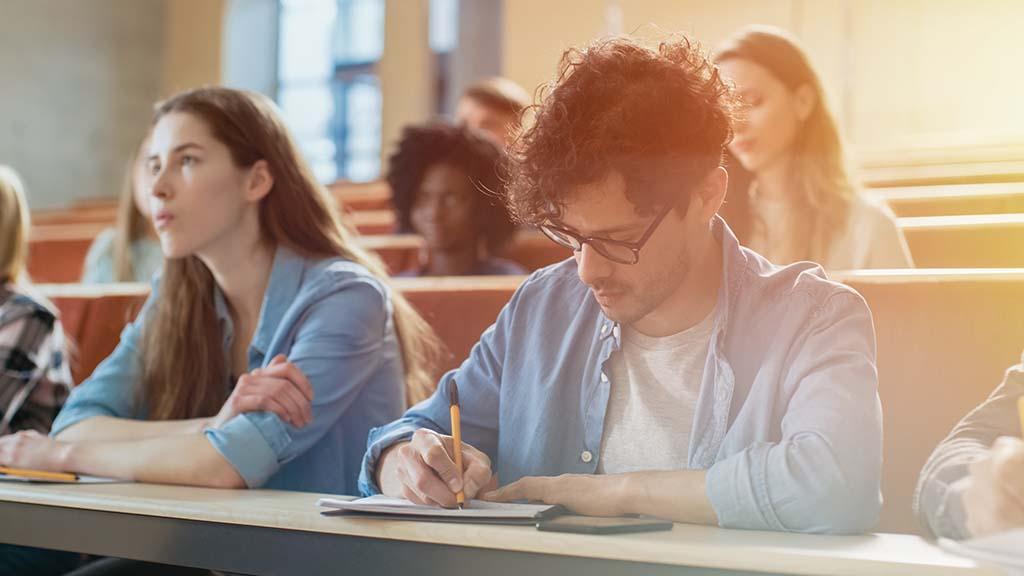 Cuánto cuesta estudiar en la universidad: cómo pagarle a tus hijos la mejor