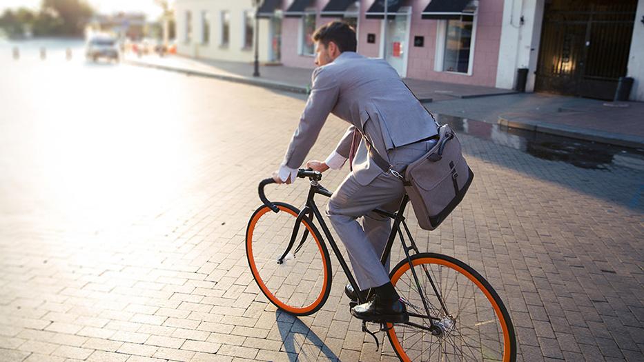 Aparca el coche y coge la bici: tu cartera y tu salud te lo agradecerán