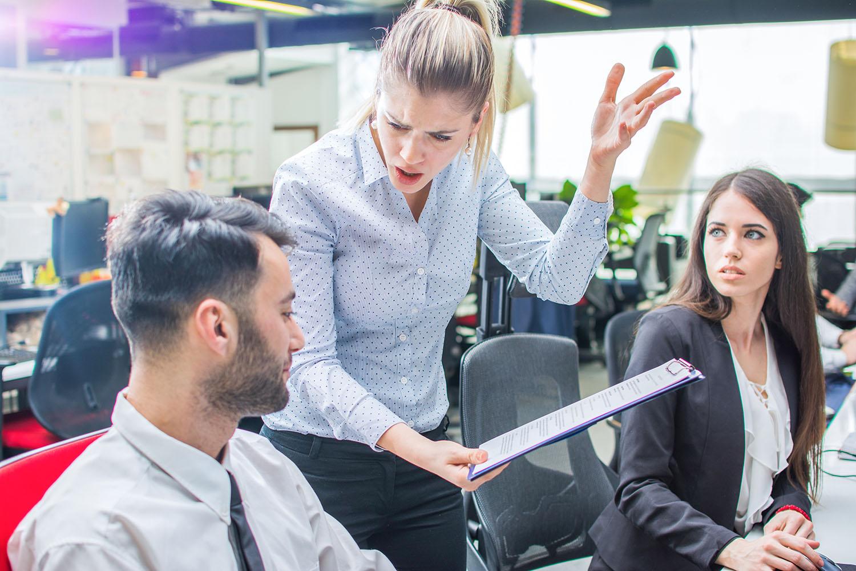 Cómo trabajar con un jefe insoportable y salir airoso/a