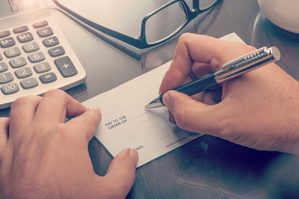 Cómo endosar un cheque y cómo cobrarlo | Vivus.es