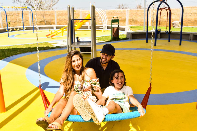Felicidad y juegos en familia