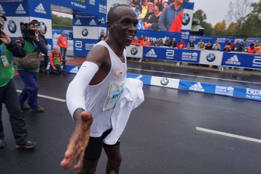 Kipchoge triumphs in Berlin as Cherono crowns Kenya's day