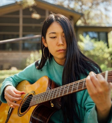 Meet Sasami Ashworth, the queer singer, musician and songwriter who enchanted our ears. Her bittersweet tunes and soft voice carry you away effortlessly.