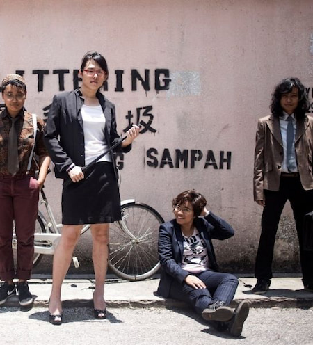 The queer rock band from Malaysia whose name translates to 'Shut up!' plays a mix of punk, metal and jazz accompanied by witty lyrics about the LGBTQIA+ experience. 'I Woke Up Gay' and 'Lonely Lesbian' are amongst our favorites!
