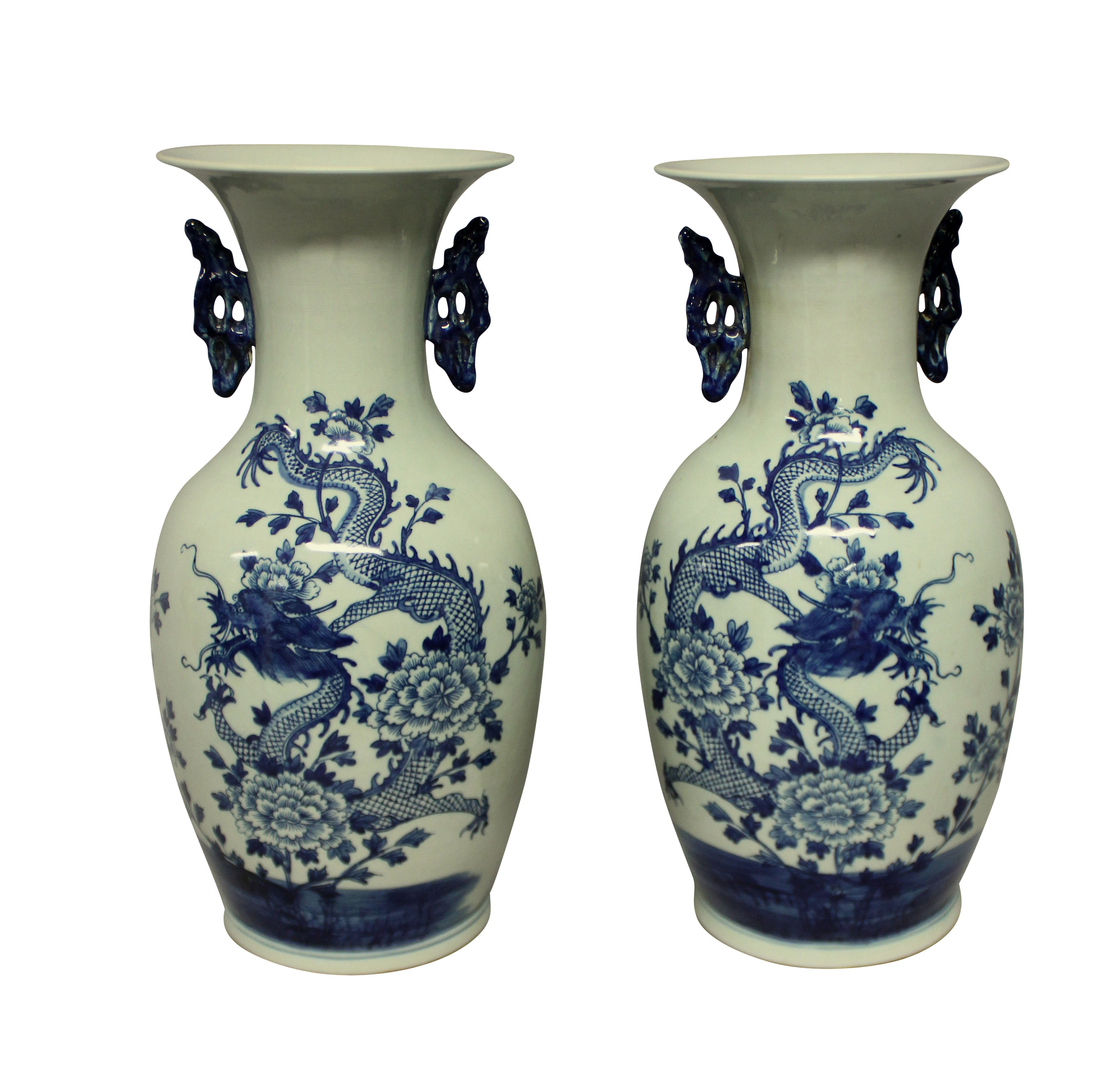 A PAIR OF BLUE & WHITE CHINESE VASES