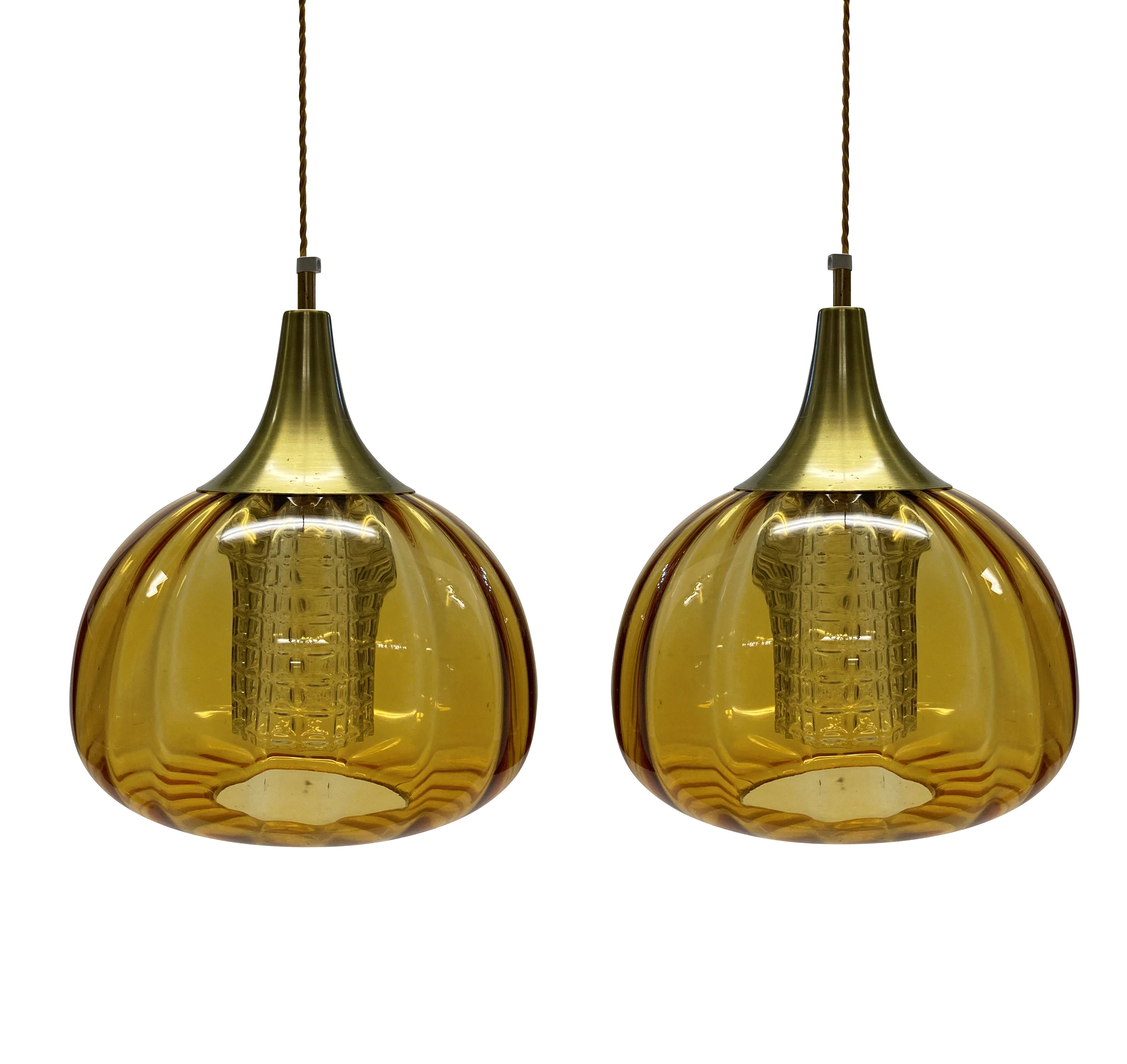 A PAIR OF ORREFORS PENDANT LIGHTS