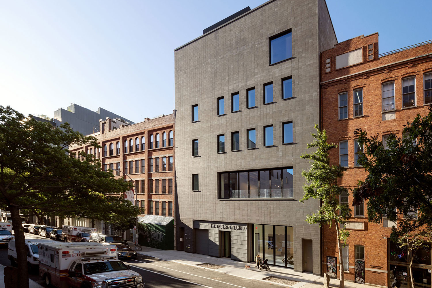 The exterior facade of Hauser & Wirth 22nd Street