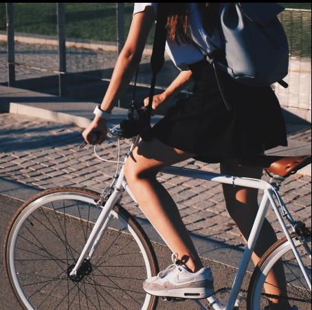 personne faisant du vélo