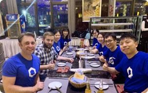 Chainlink community members having dinner