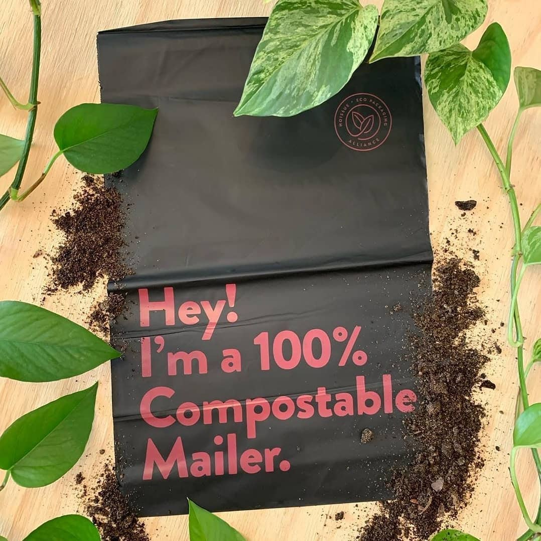 Custom packaging from Noissue that says Hey! I'm a 100% compostable mailer.